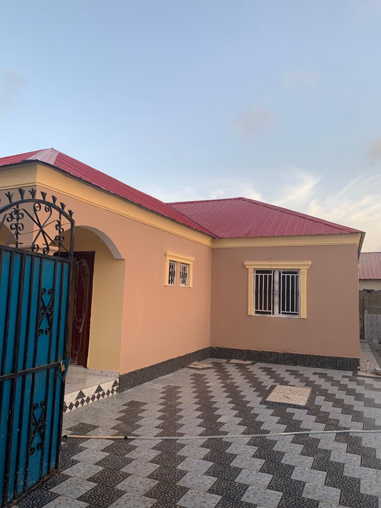 newly built three bedrooms house for sale at kololi close to the highway