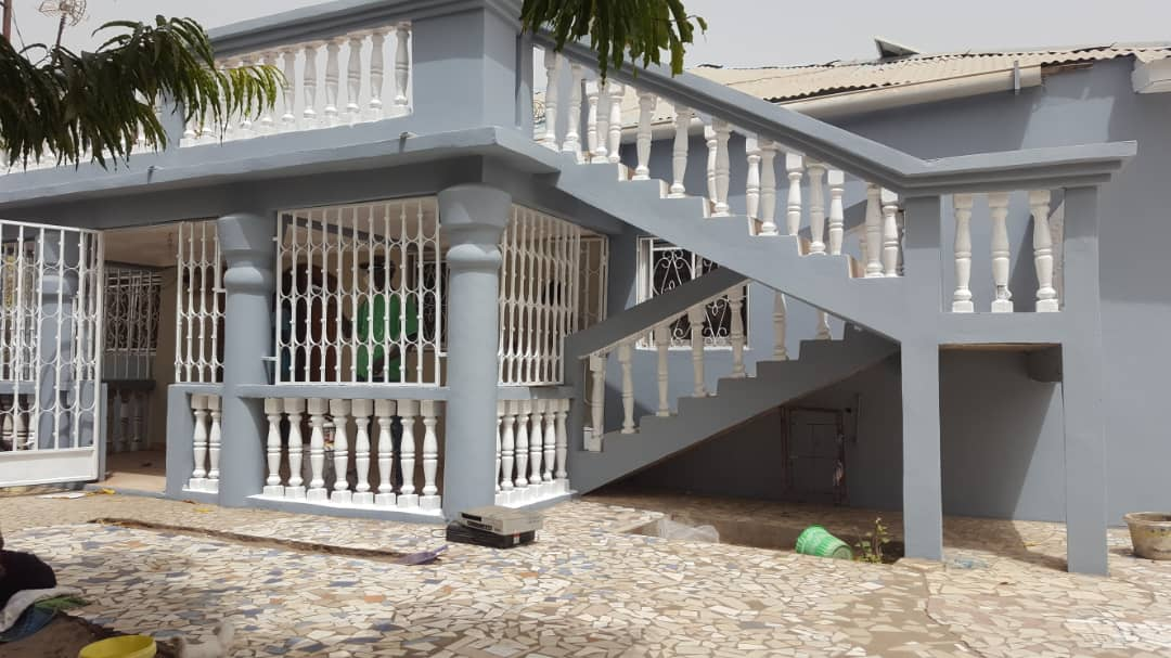 3 bedrooms house at Sukuta Nema  with a boys quarter  price is D2,600,000