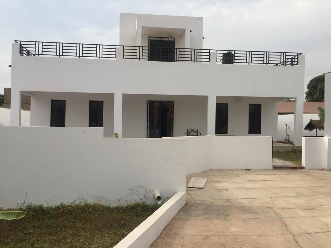 House with four bedrooms and a swimming pool  for sale at brufut gambia