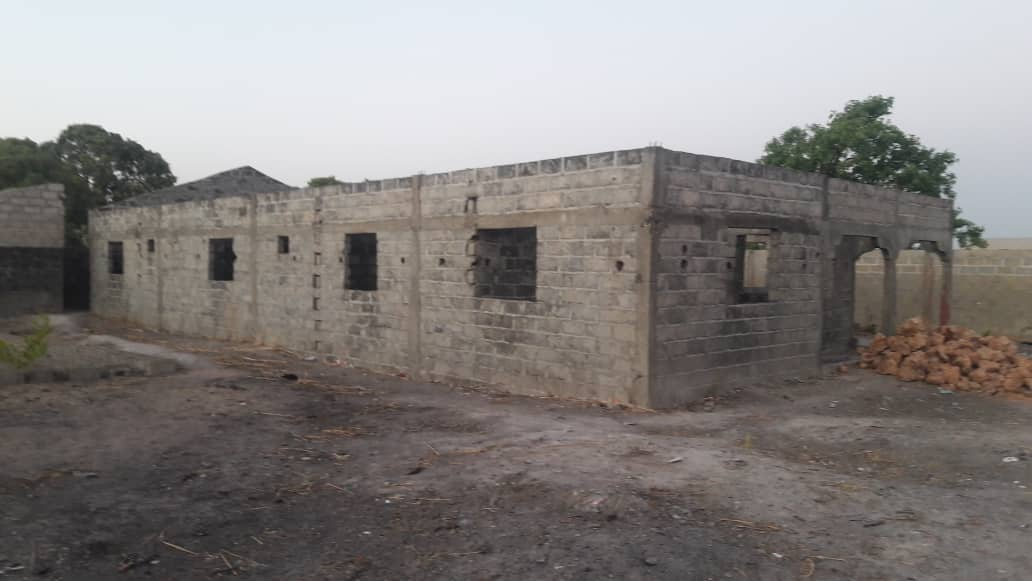 Incomplete building with a land size of 20 by 25 meters in Busumbala opposite the newly built clinic for sale D800,000