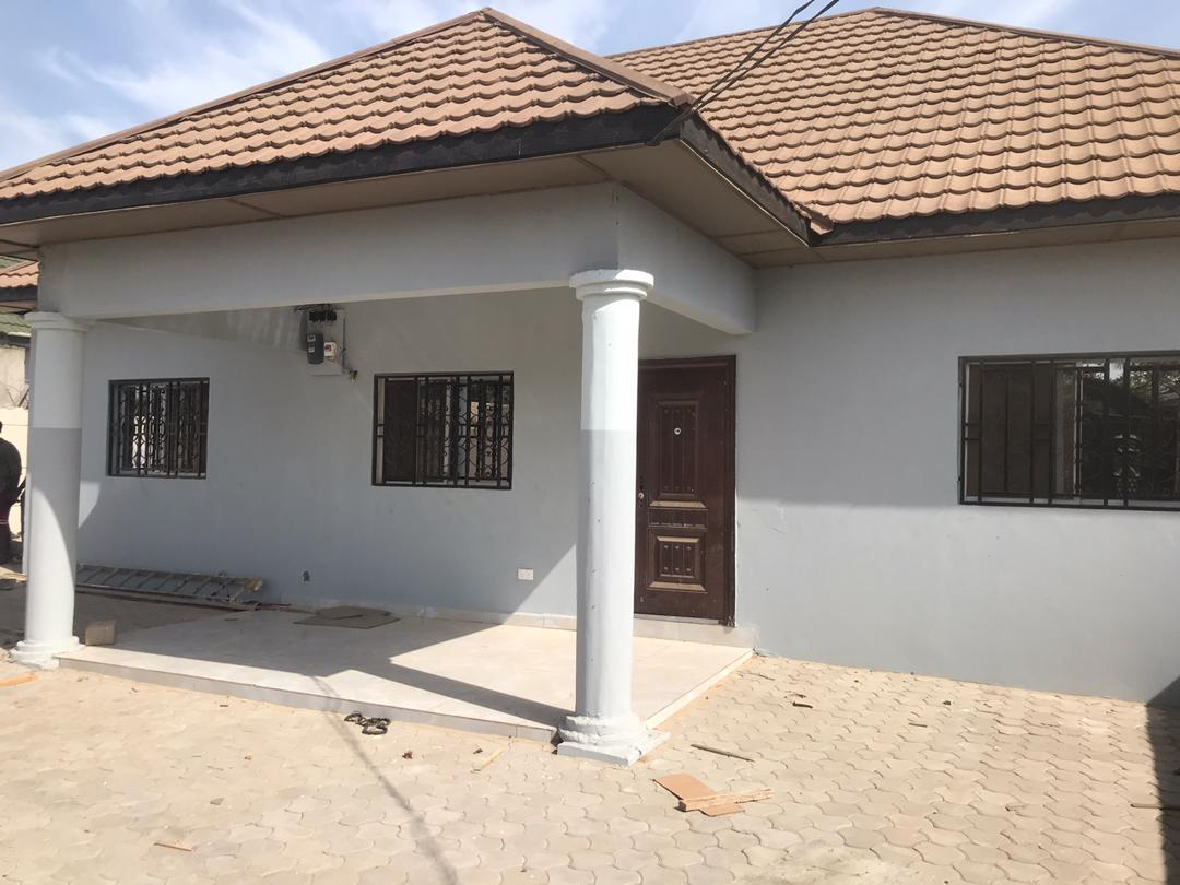 NEWLY BUILT THREE BEDROOMS HOUSE WITH BOYS QUARTERS FOR RENT AT KERR SERIGN NEAR THE GARAGE