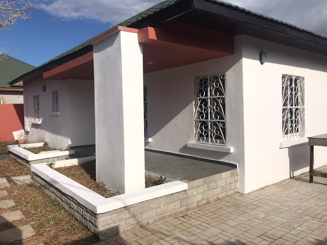 THREE BEDROOMS HOUSE FOR SALE AT BRUFUT GHANA TOWN FEW METERS FROM THE SEA