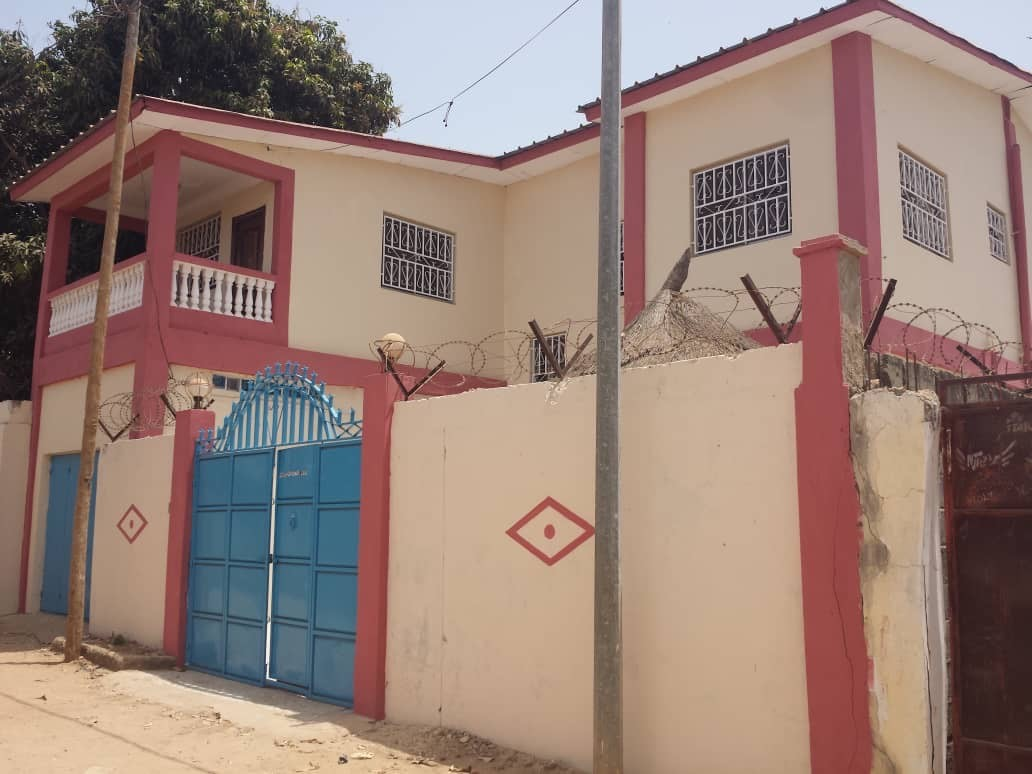 5 storey building located at Kotu with 3 bathrooms for sale