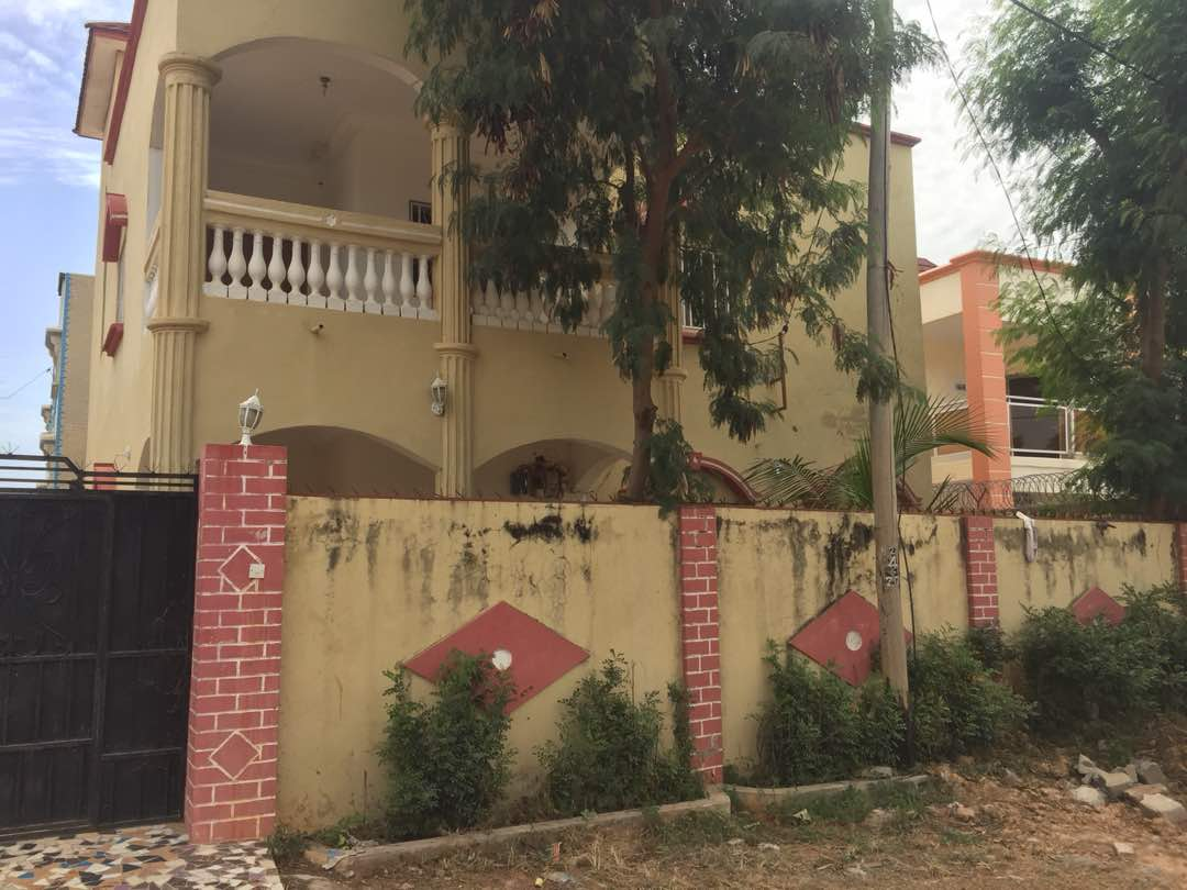 This is 4 bedrooms with boys quarter for sale D8,000,000 million at brusubi phase 1