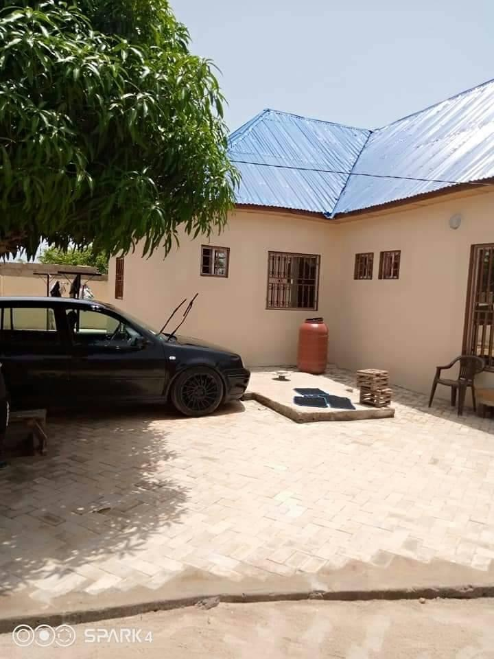Three bedrooms house for sale at Brufut Ghana town with a boys quarter and a few munites walk to the beach side