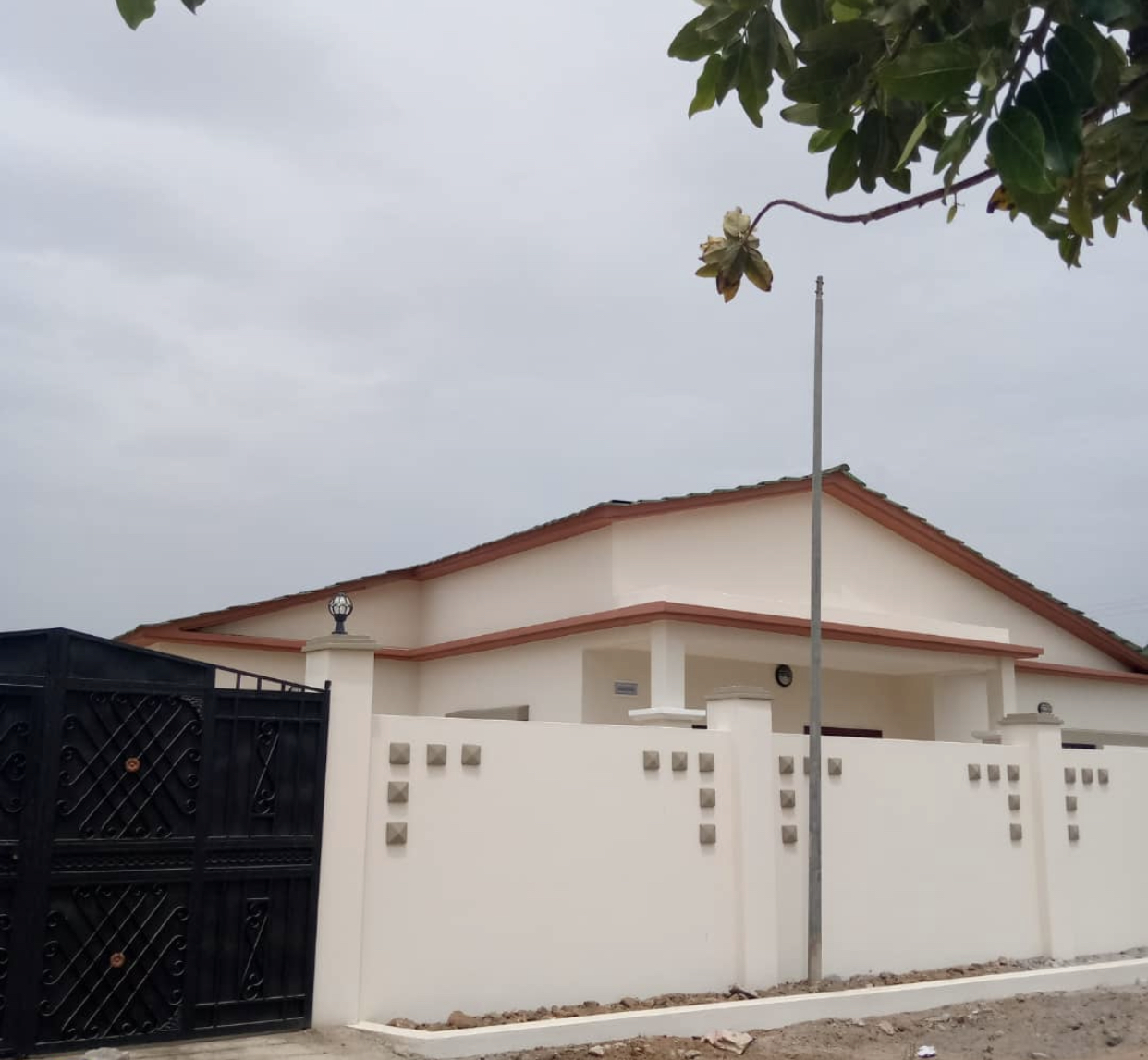 NEWLY BUILT 3 BEDROOMS HOUSE FOR SALE AT JABANG FEW METERS FROM THE HIGHWAY