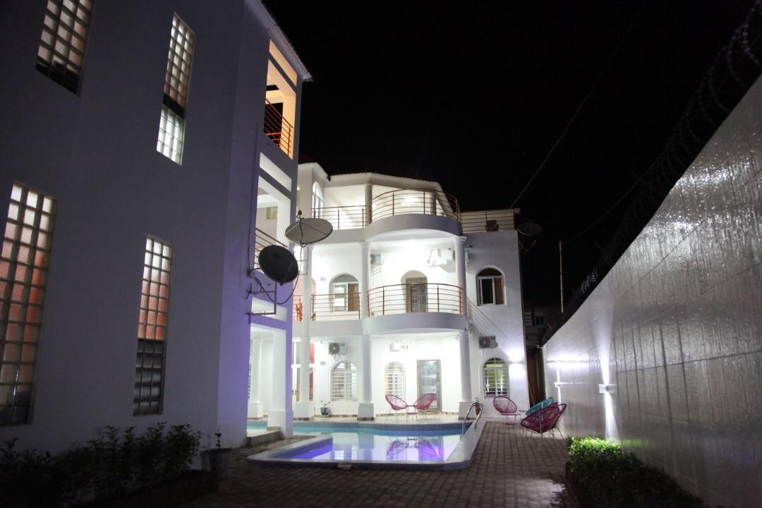 furnsihed apartment with swimming pool for short and long term rental