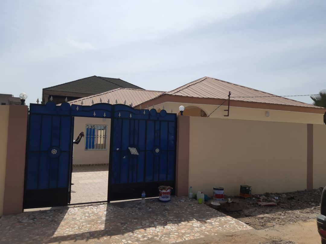 THREE BEDROOMS HOUSE FOR SALE AT KOLOLI FEW METERS FROM THE HIGHWAY
