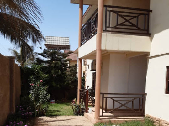 5 bedrooms three toilets with swimming pool Brufut for sale