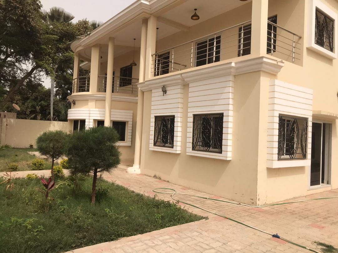 FOUR BEDROOMS HOUSE FOR RENT AT SENEGAMBIA BEHIND GTBANK FOR $11,000 DOLLARS