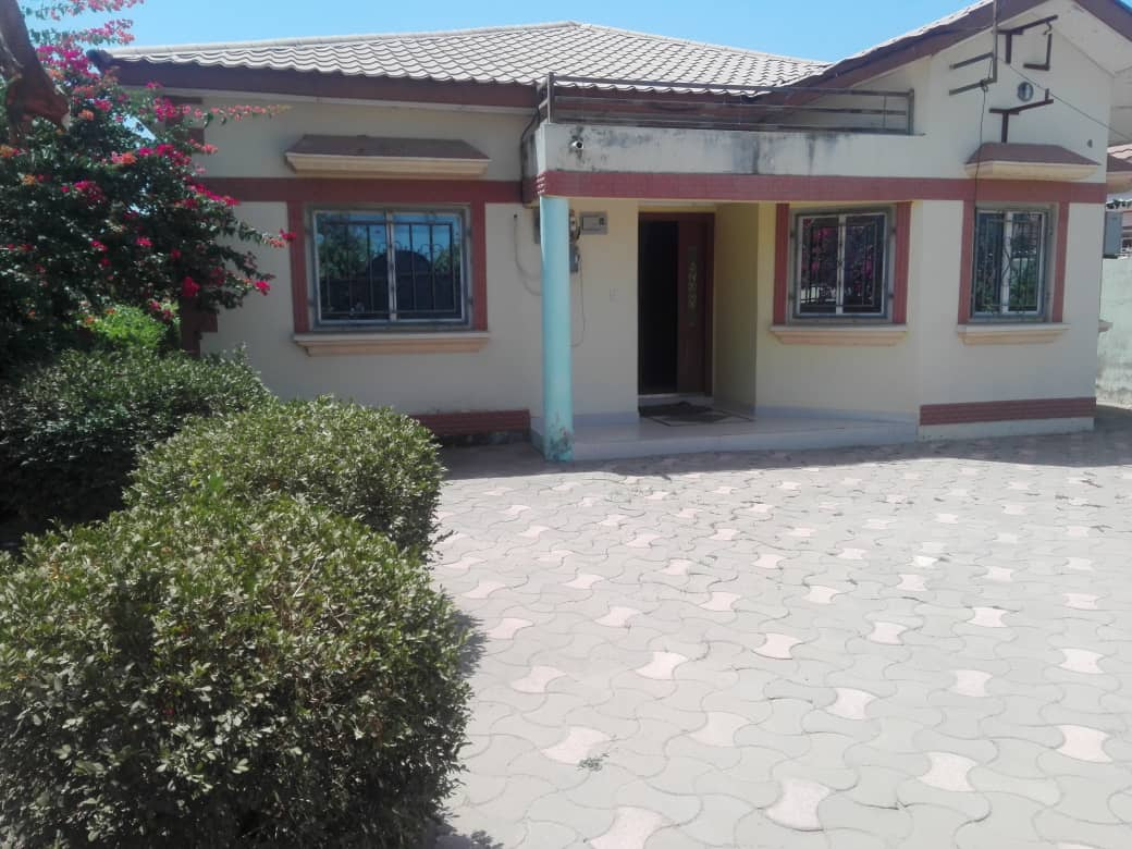 Furnished 3 bedrooms house at paradise estate
