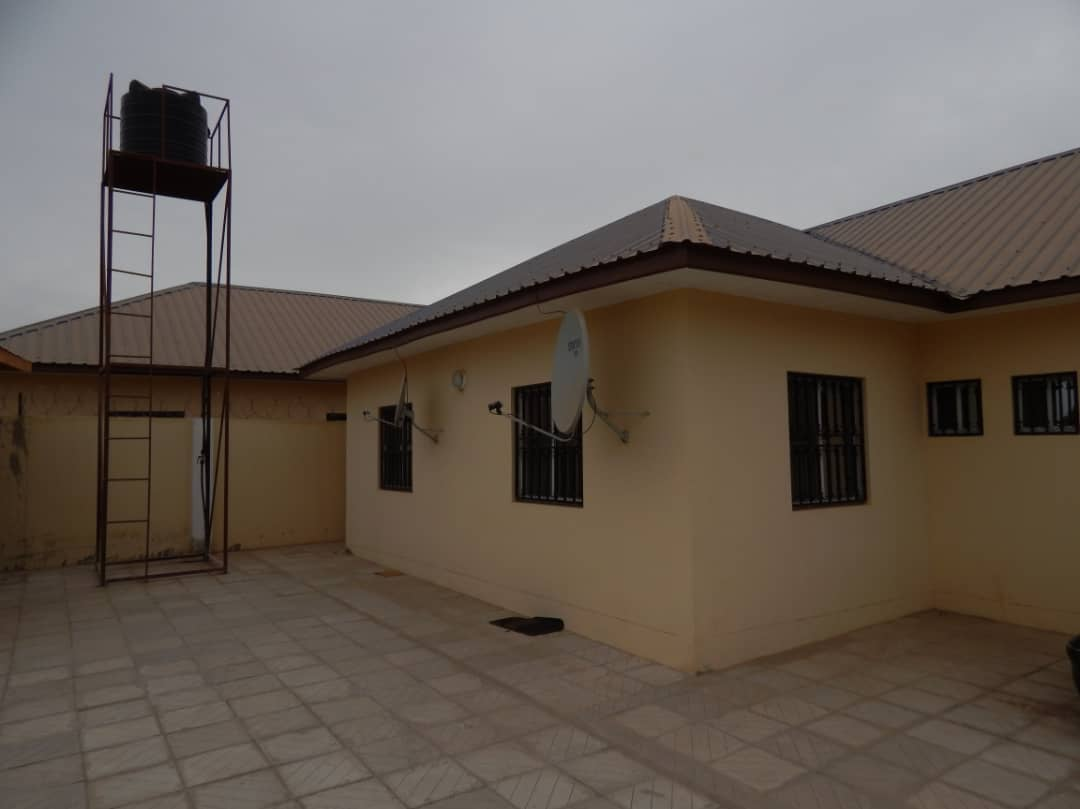 THREE BEDROOMS HOUSE FOR SALE AT KANIFING NEAR GRA OFFICE