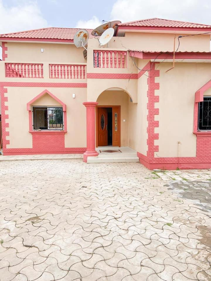 Three bedrooms house for sale at paradise estate with swimming pool for D6.5millions with negotiations
