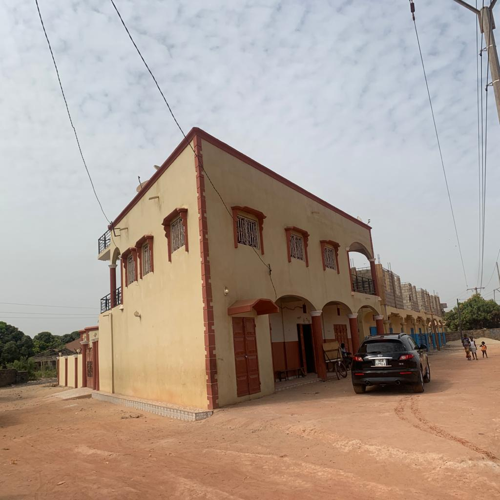 story building for sale right on brikama kabafita highway 3 bedrooms updstairs with boys quarter , 3 shops under