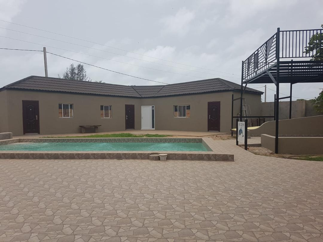 Three bedrooms house for sale at Gunjur Seaview  land size 40 x 70 meters with swimming pool