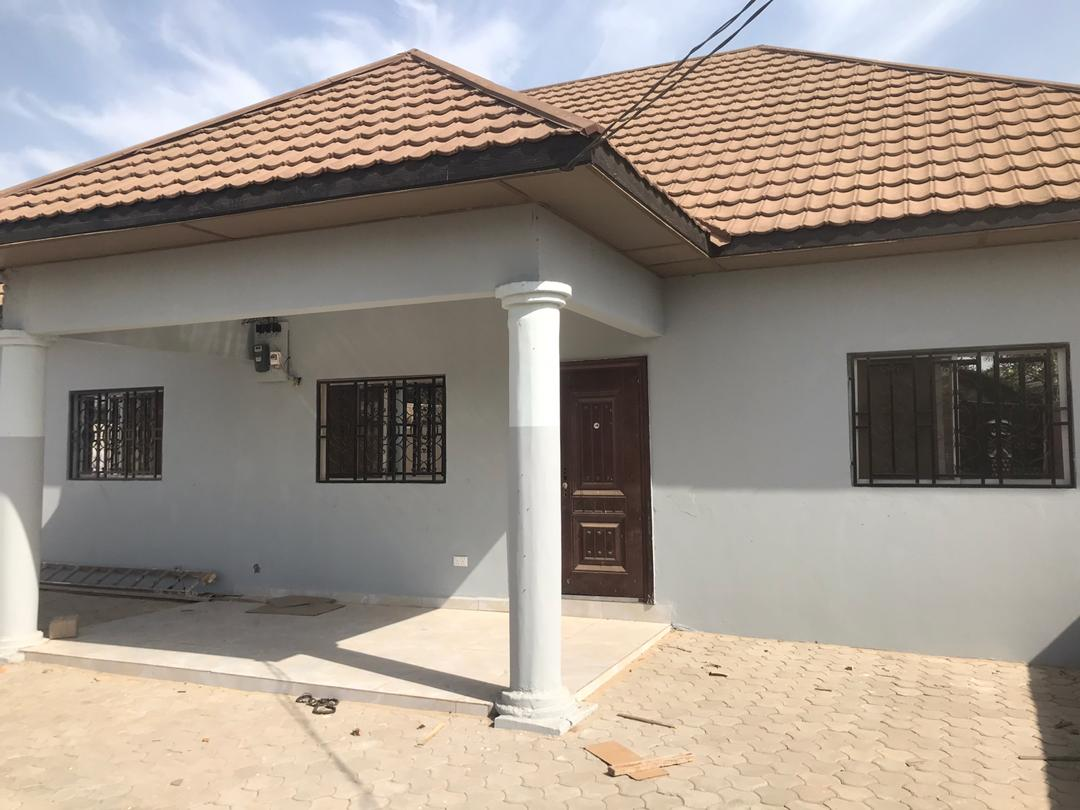 THREE BEDROOM HOUSE FOR RENT AT KERR SERIGN WITH BOYS QUARTERS FOR D250,000 PER YEAR